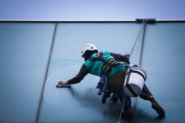 Čištění oken na laně
