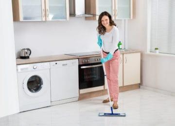 čištění podlah od lepidla