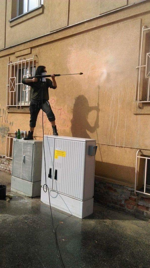 Graffiti během odstraňování
